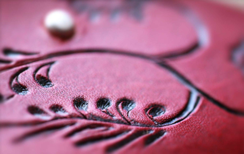 Leder Ornament rot schwarz Ledertasche