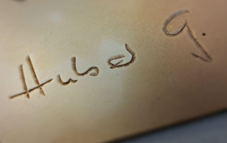 Leder Unterschrift handpunziert