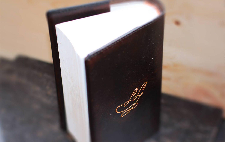 Lederbuch Initialen